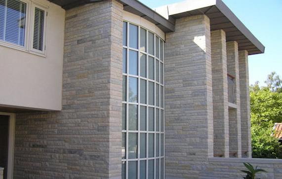 Фасад облицованный натуральным камнем