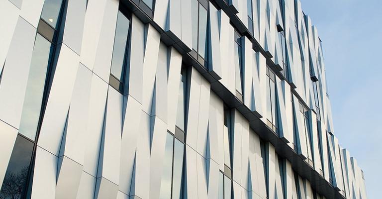 Фасад оздоблений алюмінієвим листом