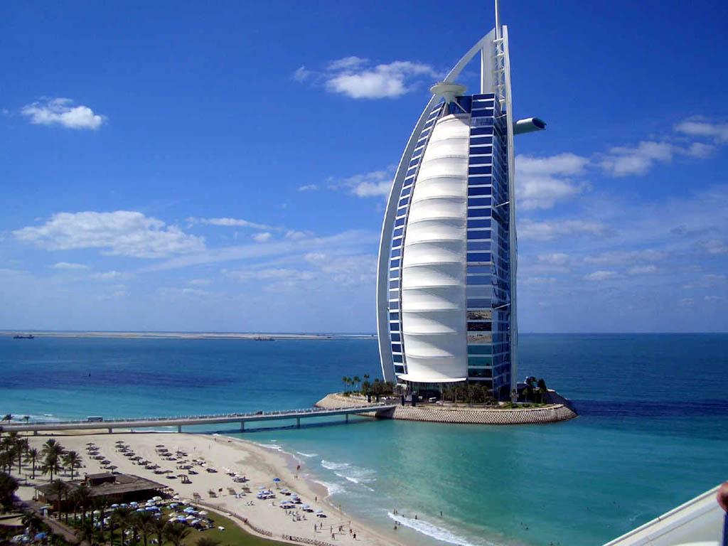 Візитівка в Alpolic – фасад готелю Burj Al Arab в Еміратах