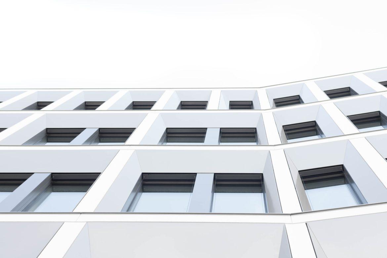 Порівняння навісних фасадних систем за типом облицювання