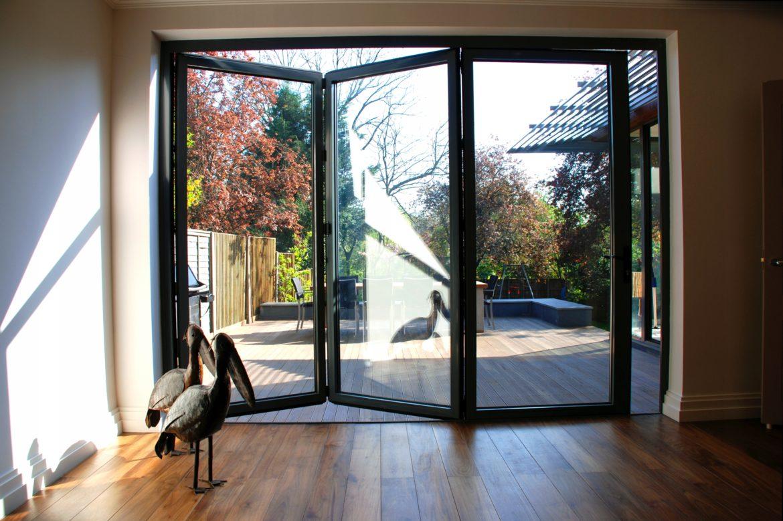 Характеристики алюминиевых окон в сравнении с конструкциями из других материалов