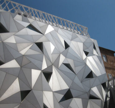 Переваги об'ємного фасаду: що потрібно знати при його оформлені